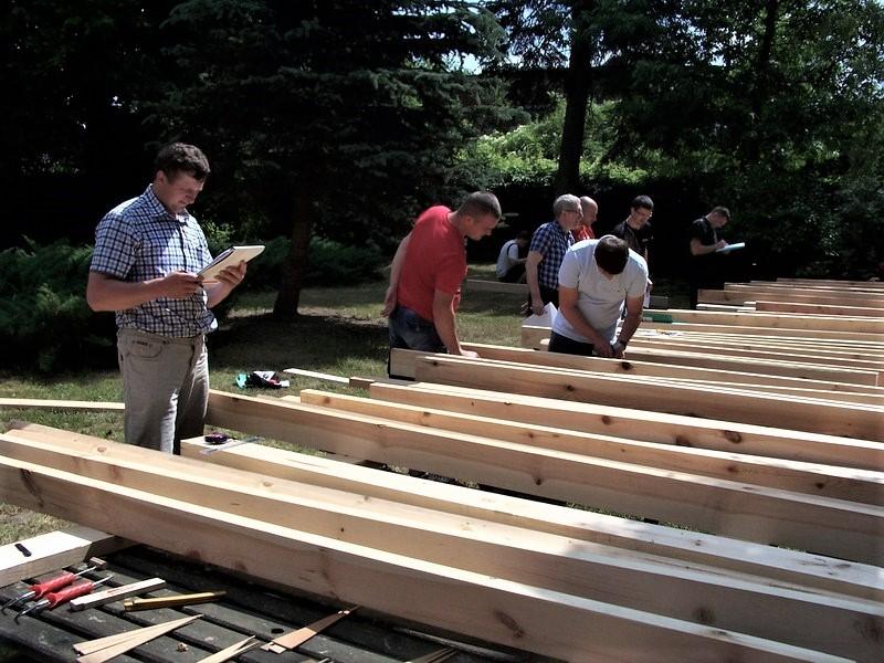 """Kurs brakarski """"Wytrzymałościowe sortowanie drewna konstrukcyjnego metodą wizualną"""" Lipiec 2020"""